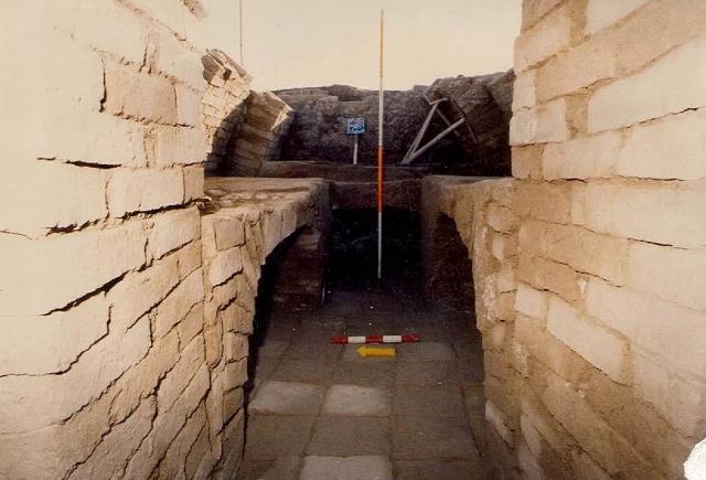 نمایی از آرامگاه سردابهای شکل الیمایی در گلالک شوشتر